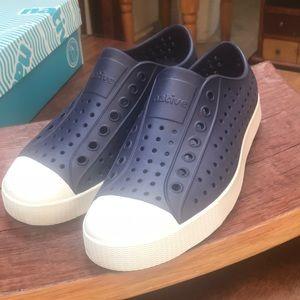 Native tennis shoe